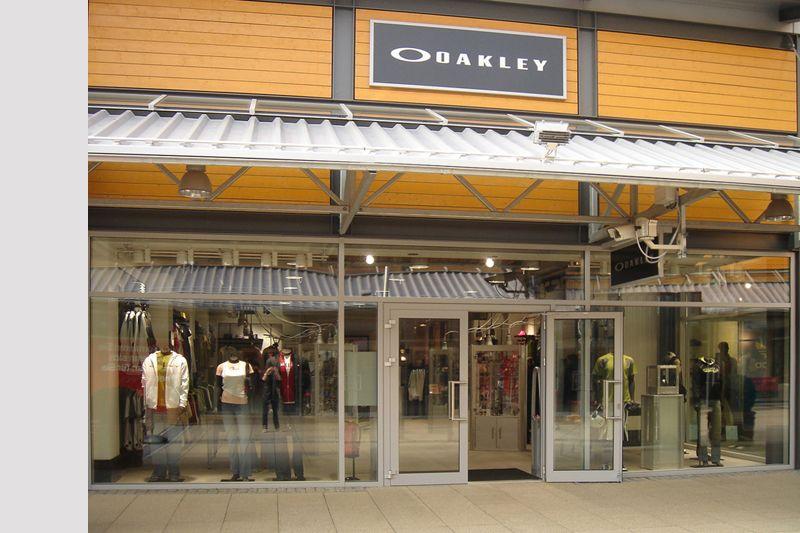 oakley store zweibr cken. Black Bedroom Furniture Sets. Home Design Ideas