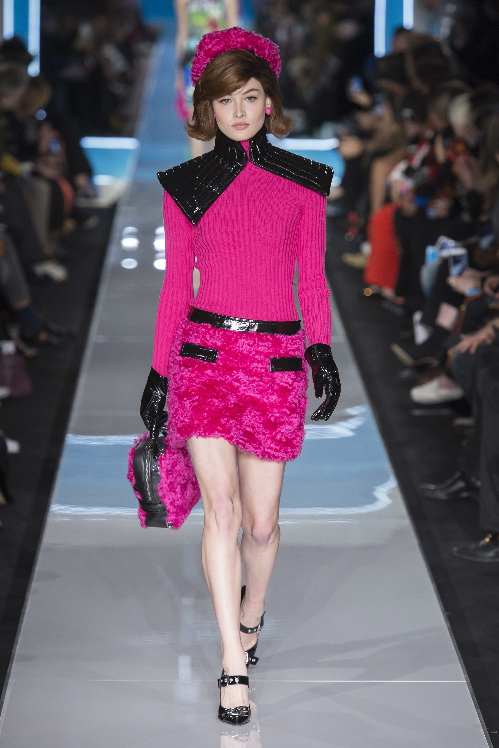 The complete Moschino Fall 2018 Ready-to-Wear fashion show