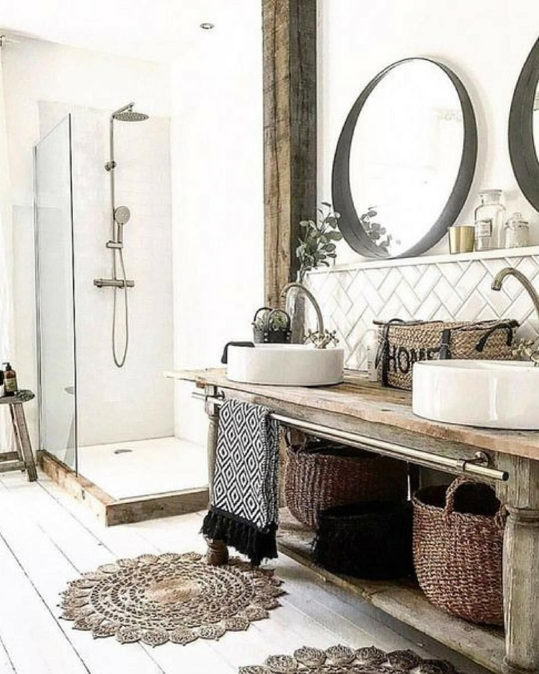 Badezimmer ideen dekor klein i like idea of style of mirrors and sitting loosly not hanging or
