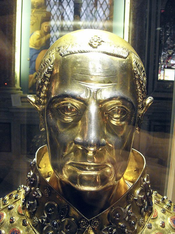 """""""Saint January"""" - reliquary bust (Detail) - gilded silver - French artists: Étienne Godefray, Guillaume de Verdelay, Milet d'Auxerre (1305) - Naples, Treasure chapel in Cathedral   da * Karl *"""