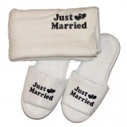 Just Married Handdoek.Badslippers En Handdoek Just Married Honeymoon