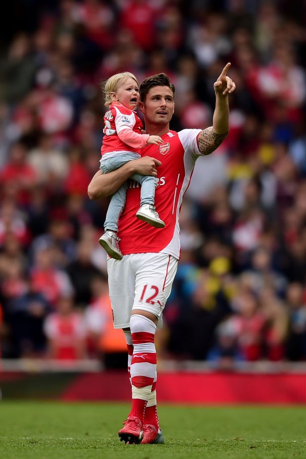 Olivier Giroud Of Arsenal Holding His Daughter Walks On The Pitch After