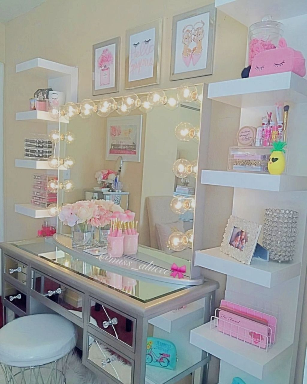 Teenage girl room design ideas; You are able to blend as well as