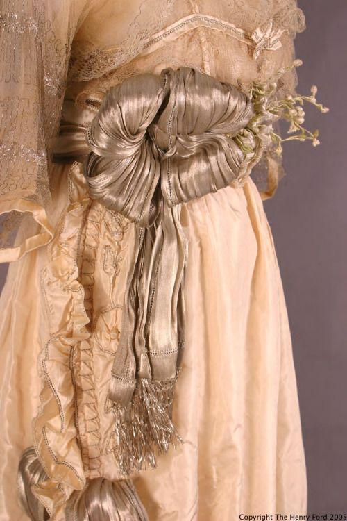Lucile back of dress 1918