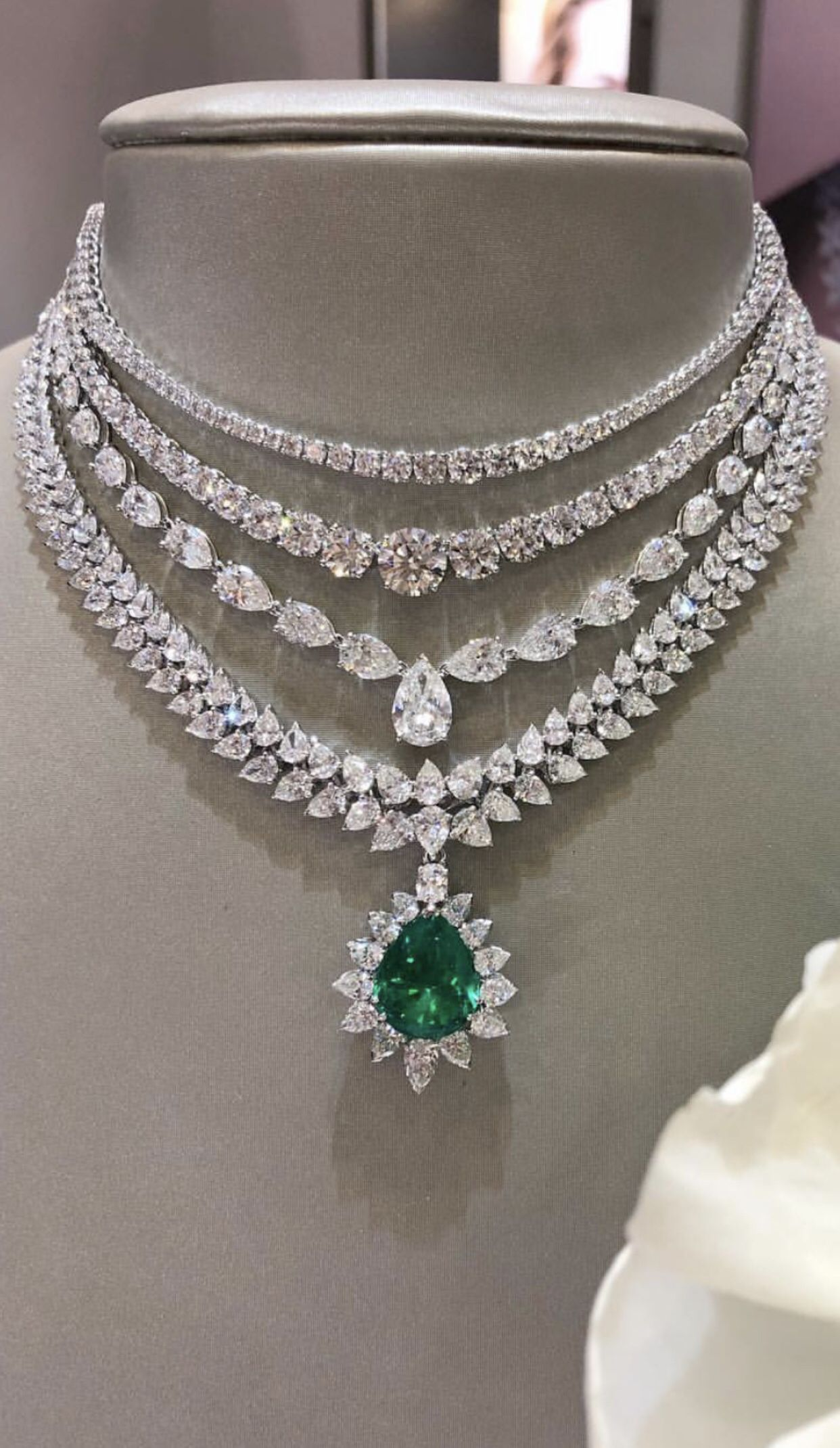 A Beautiful Diamond And Emerald Necklace Bridal Diamond Necklace Beautiful Necklaces Diamond Necklace Designs