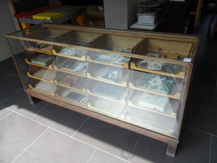 Mobile espositore a vetrina con 16 cassettini anni 30 40 for Progettazione mobili online