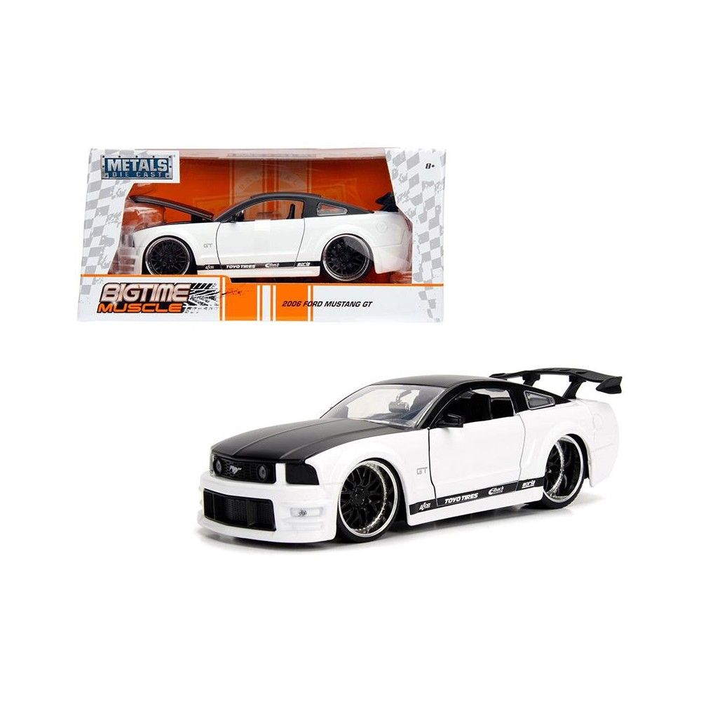 2006 Ford Mustang Gt White With Black Top 1 24 Diecast Model Car