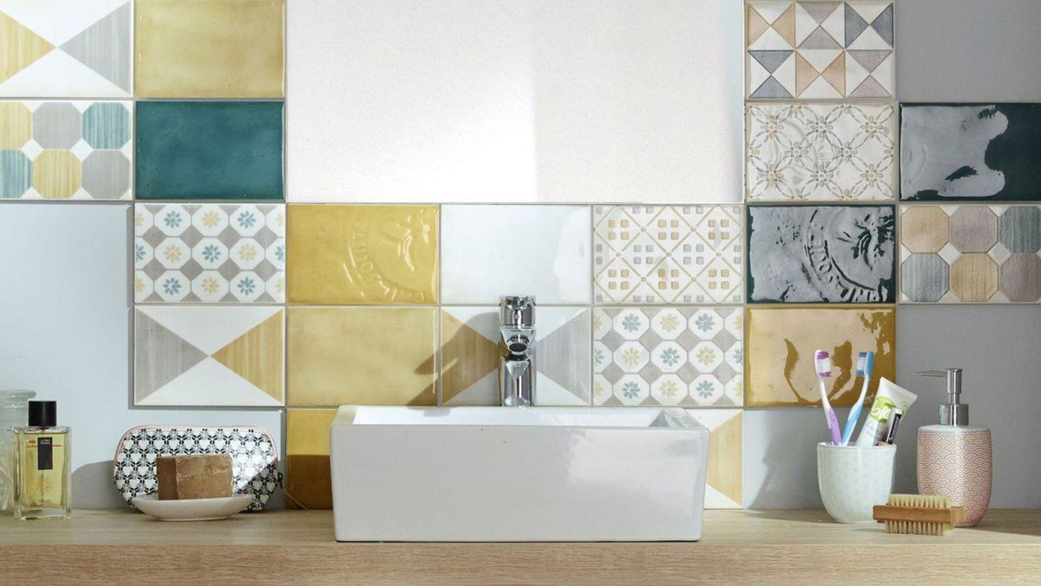 Carrelage Mural Mosaique Autour Du Miroir 5324545 Jpg 1520 855 Bathroom Interior Basement Remodeling Diy Decor