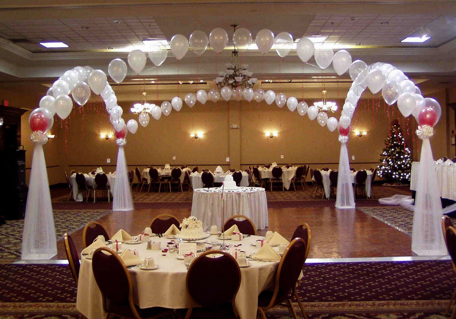Wedding decorations to make yourself   Beautiful Wedding Table Design Makes The Show Presentable