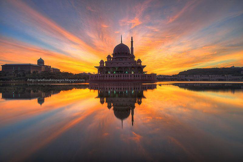 14 Rays | Putrajaya - The beautiful Putra Mosque basking in beautiful sunrise Feb 1st, 2014. Ray of lights galore!