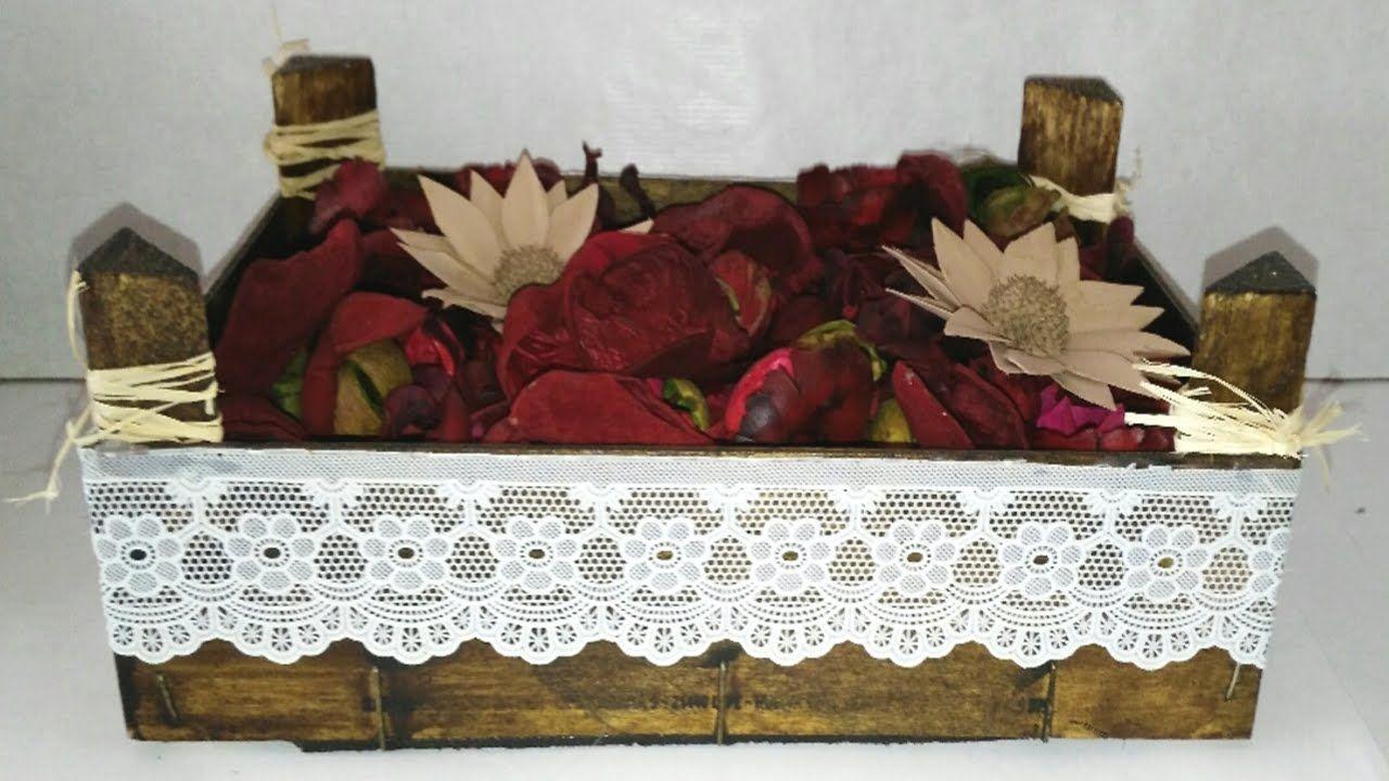 centros de mesa o adornos con caja de fresas de madera recicladas diy re