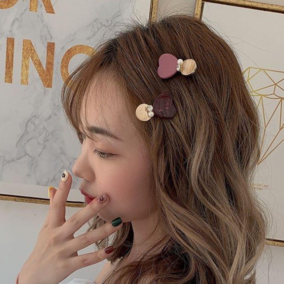 See How Korean Girls Match Cute Hair Clip In Hairstyle Hair Clips Heart Studs Hair