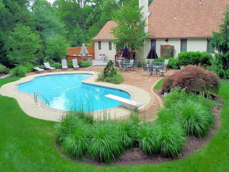 Best Pool Landscaping Ideas for A Beautiful Swimming Pool