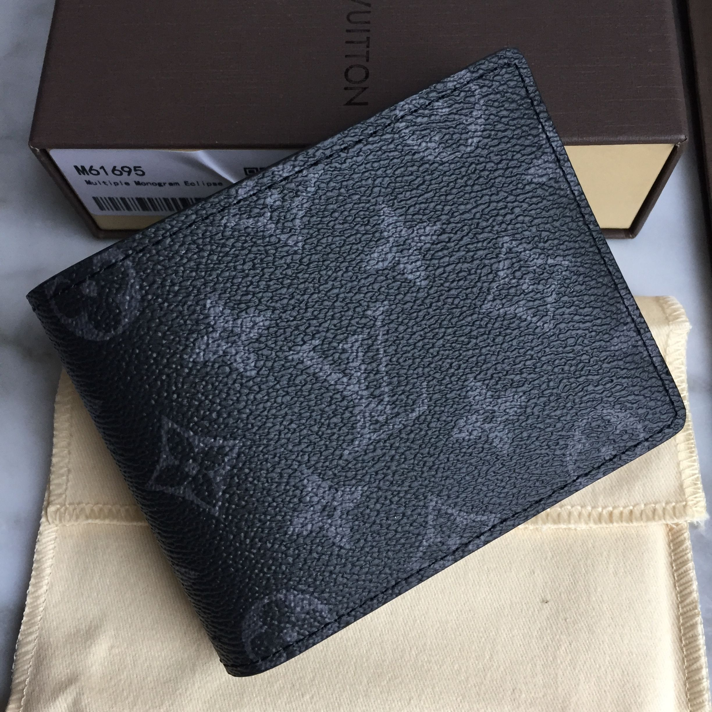 2a0a470005 Louis Vuitton Lv man short wallet 2 folds money clips | louis ...