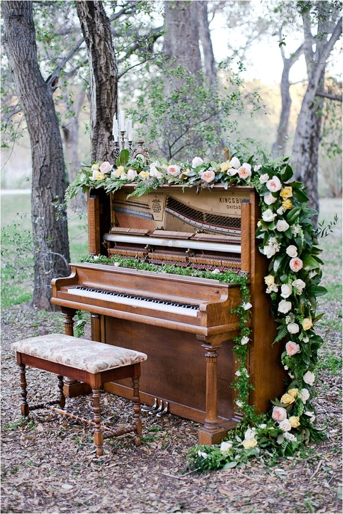 Music-Inspired Wedding Inspiration from Tiffany Amber Photography // see more on thesoutherncaliforniabride.com #piano #garland #vintage