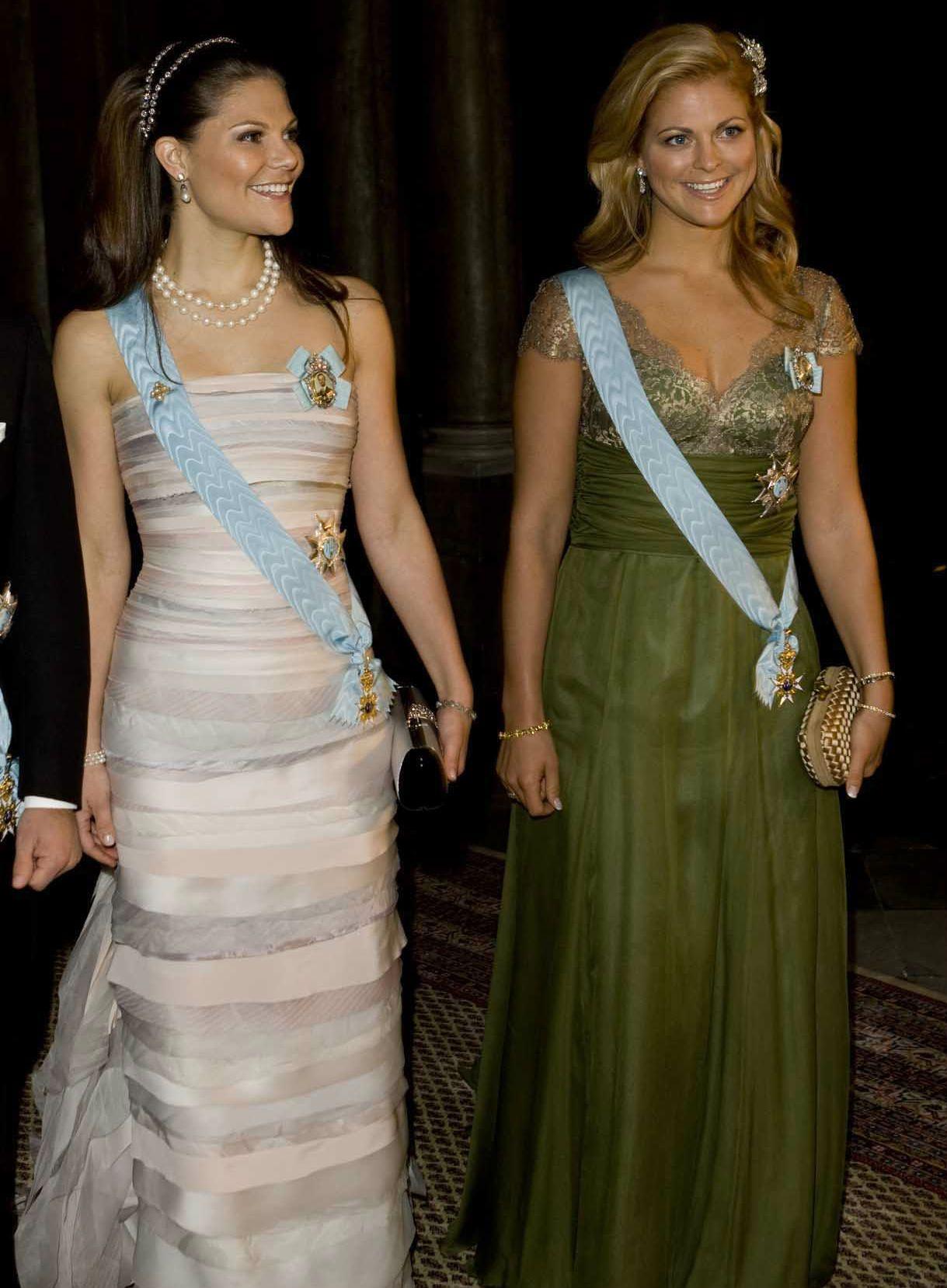 Kungens Nobelmiddag 2008. Kronprinsessan Victoria ser helt underbar ut i sin klänning med sina smycken och med diademet i håret! Skitsnyggt!
