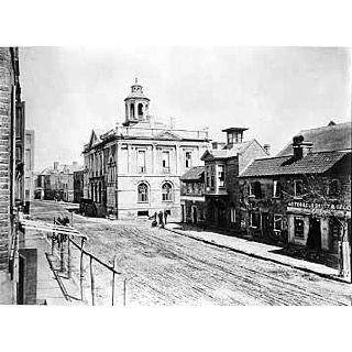 TBT to the corner of Coates Row & Exchange in 1865 and now. If you look closely, you can still see the second story bay window and cupola today! Thanks archives.nd.edu (University of Notre Dame Archives) for the historic photo! #LoisLaneProperties #LoveWhereYouLive #SouthOfBroad #ThenAndNow #TBT #History #Exchange #EastBay #CoatesRow #Broad #Historic #Architecture #Details #Throwback