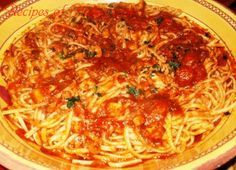 Traditional Italian Linguine with Salmon in Tomato Sauce (Linguine con Sugo di Salmone)   Enjoy this authentic Italian recipe from our kitchen to yours. Buon Appetito!