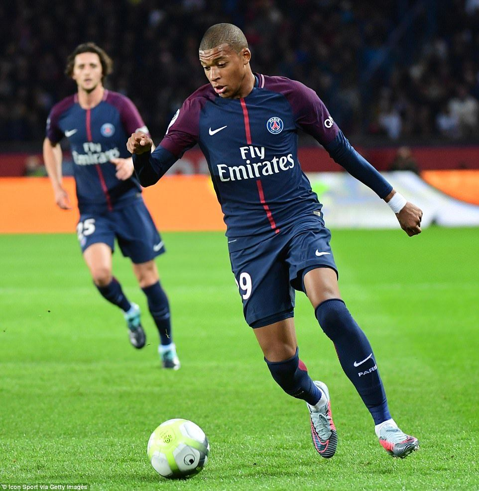 Psg 2 0 Lyon Two Own Goals Seal The Points For Paris