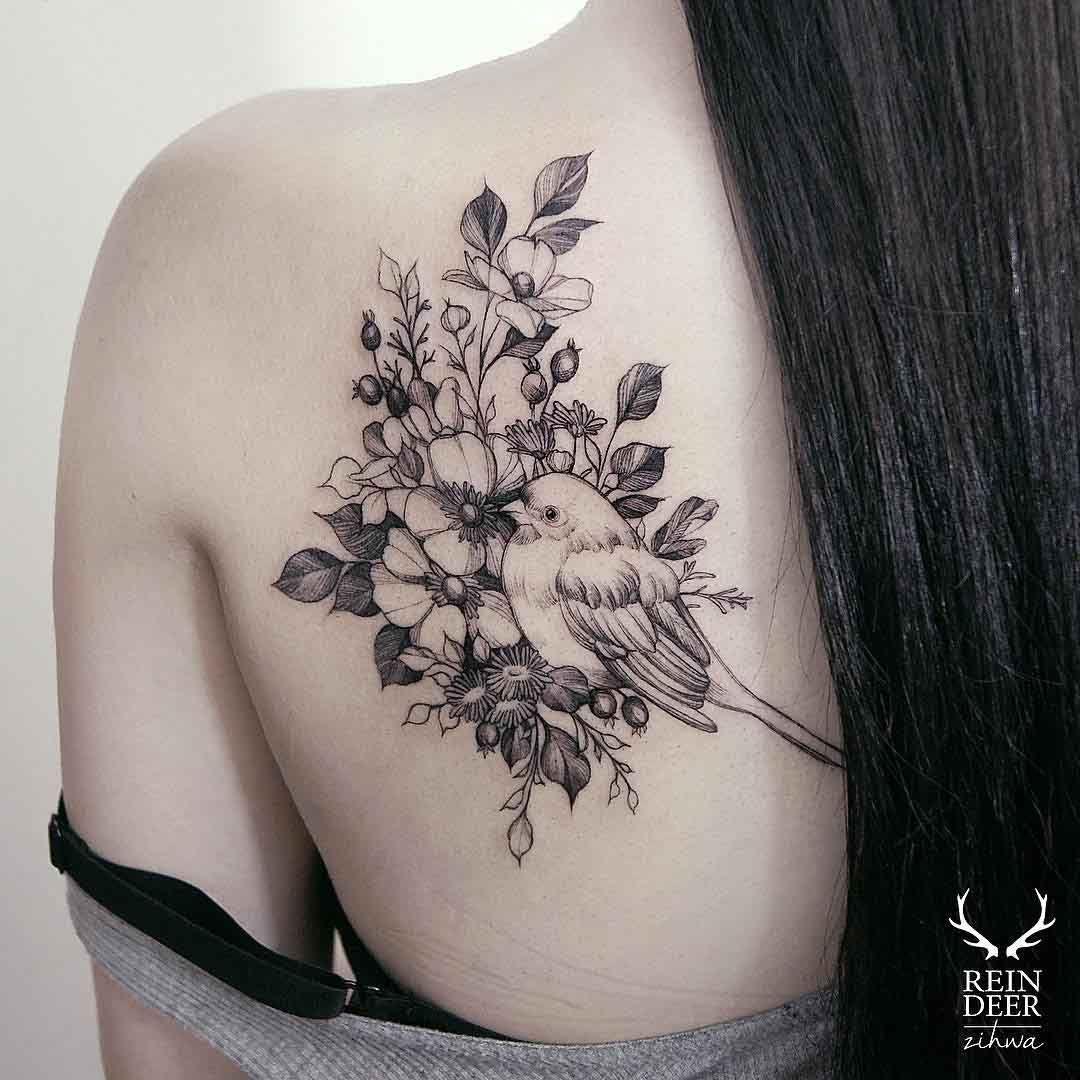 Bird and Flowers Tattoo Tatuajes de pájaro en el hombro
