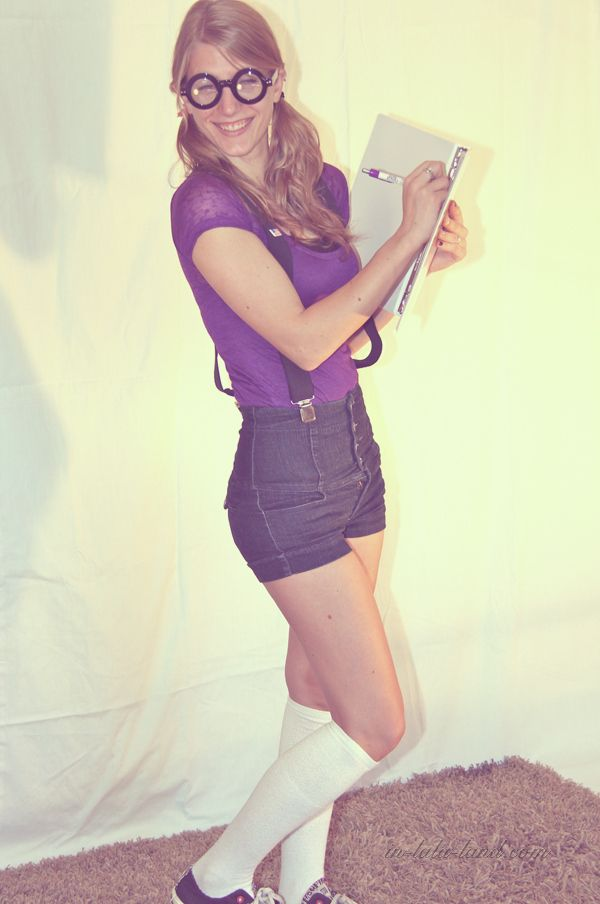 alyssa-flat-chested-nerd