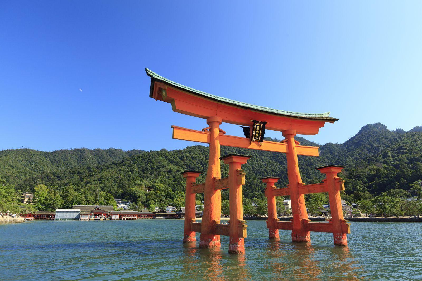 日本三景 の一つでもある広島の名所 厳島神社 年間300万人以上の