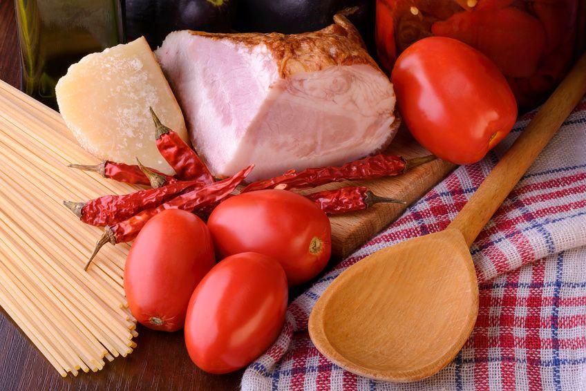 Amatriciana, ricetta originale di Amatrice con tutti i consigli. Scopri tutto sulla pasta all'amatriciana e mettiti ai fornelli.