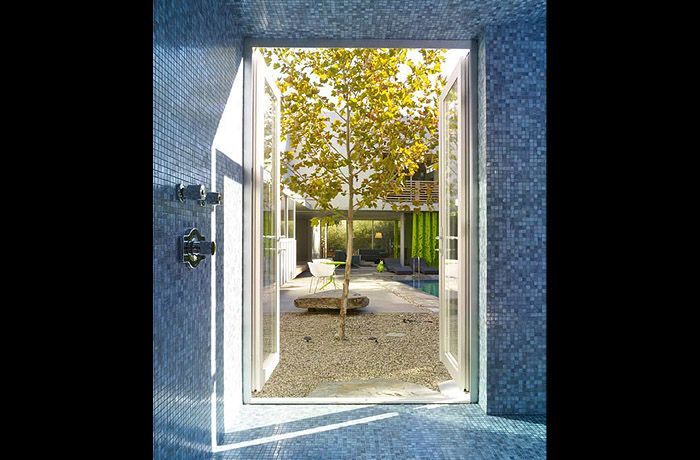 West Hollywood modern landscape design with contemporary accents in collaboration with Clive Wilkinson Architects.