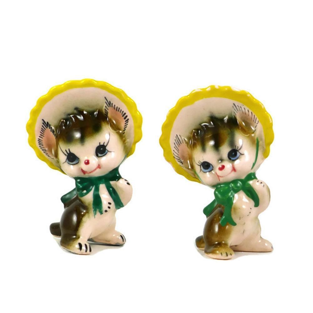 Vintage Pre Owned Decorative Collectible Porcelain Novelty Salt And Pepper  Shaker Set. A Pair Of Cute Cats Or Kittens Are Wearing Hats Or Bonnets That  Are ...