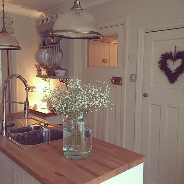 Interesting Facts About Shabby Chic Country Kitchen Design: Un Cottage Inglese Con Un Fantastico Conservatory