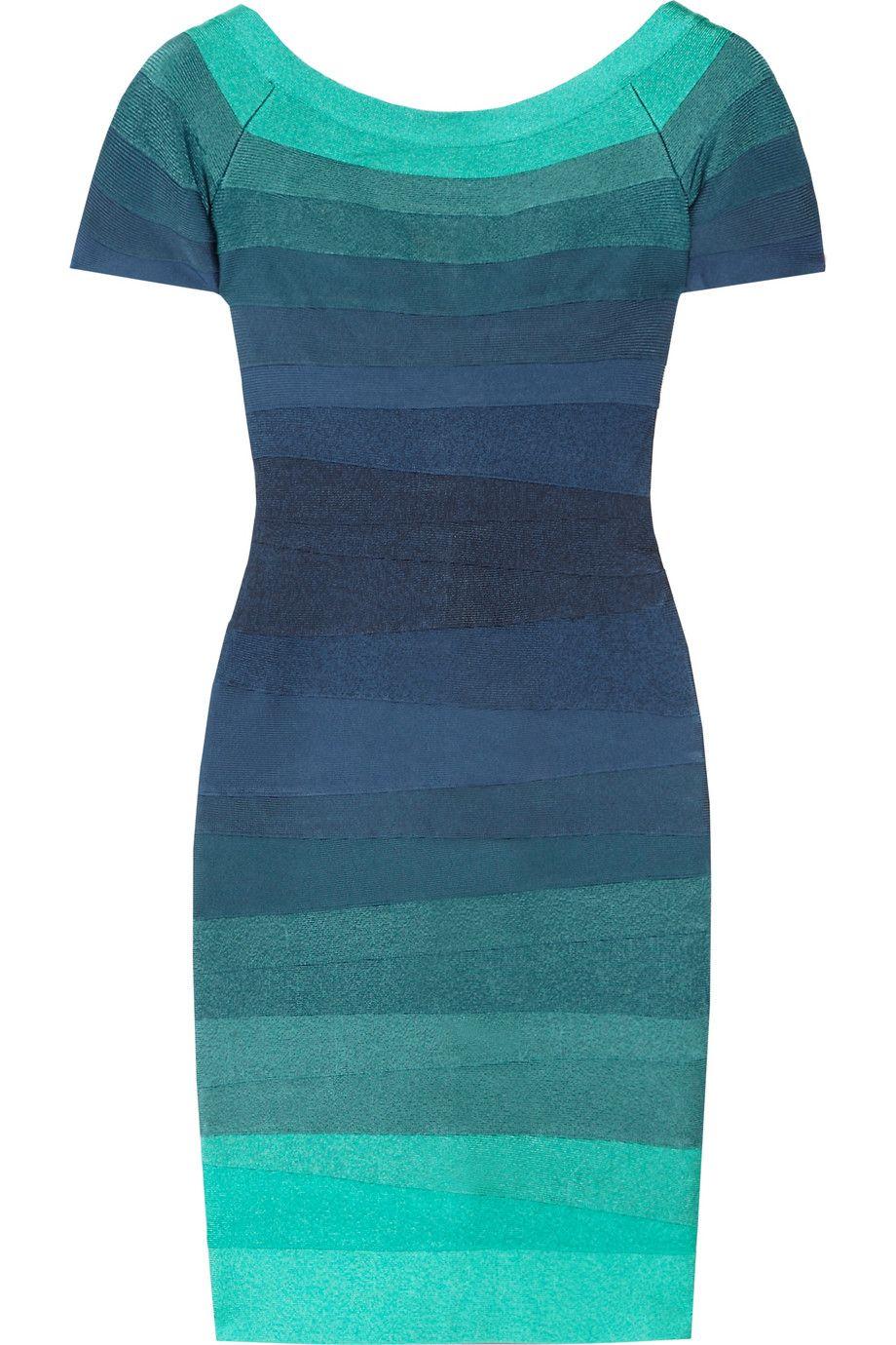 Muito lindo esse vestido com vários tons de azul.