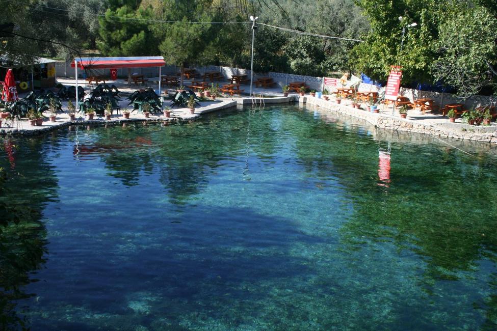 اين تقع ينابيع المياه الكبريتية الحارة في تركيا سفرك السياحية In 2020 Hot Springs Canal Hot