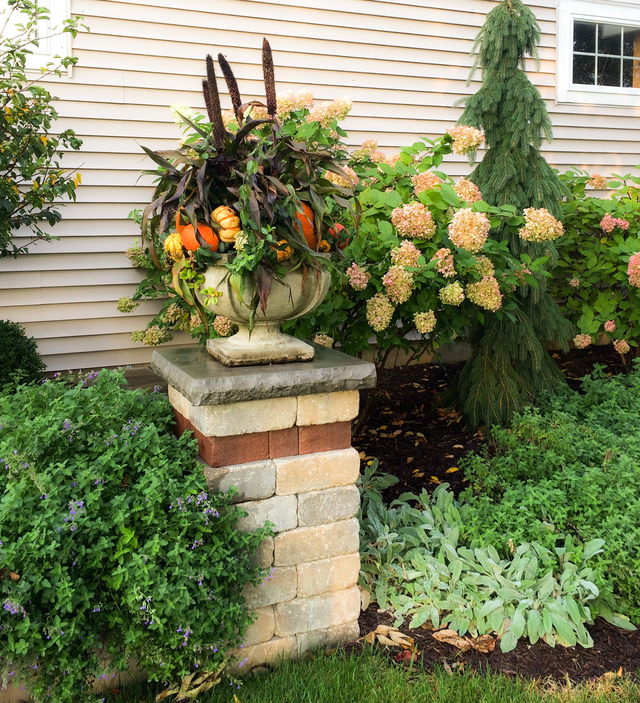 Easy fall decorating ideas for your garden or outdoor landscape ...