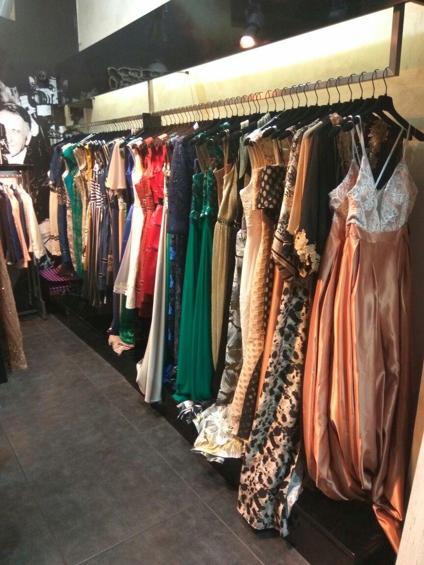 d45635bd9193 Μοναδικά σχέδια σε maxi και mini βραδινά φορέματα και σε συνδυασμούς  χρωμάτων που θα ενθουσιάσουν και την πιο απαιτητική γυναίκα πο…