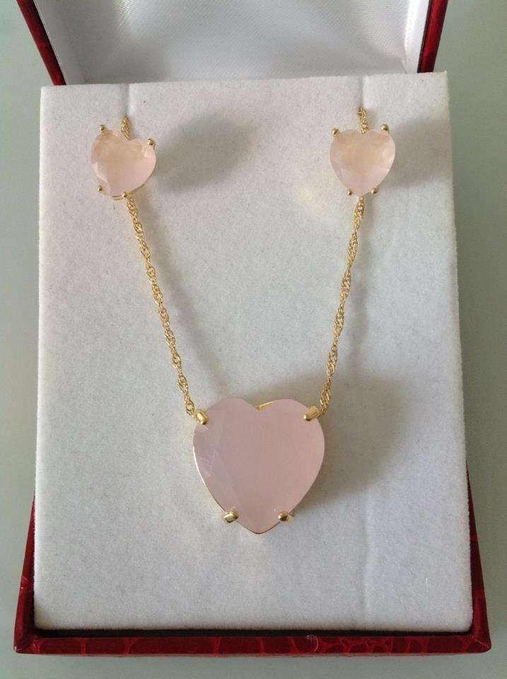 Conjunto de coração folheado em ouro amarelo com pedra natural quartzo rosa