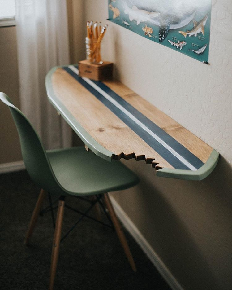 FINALLY finished my sons surf board desk he's been begging for since we moved in August!! His 🦈 themed room is complete and I now have one…