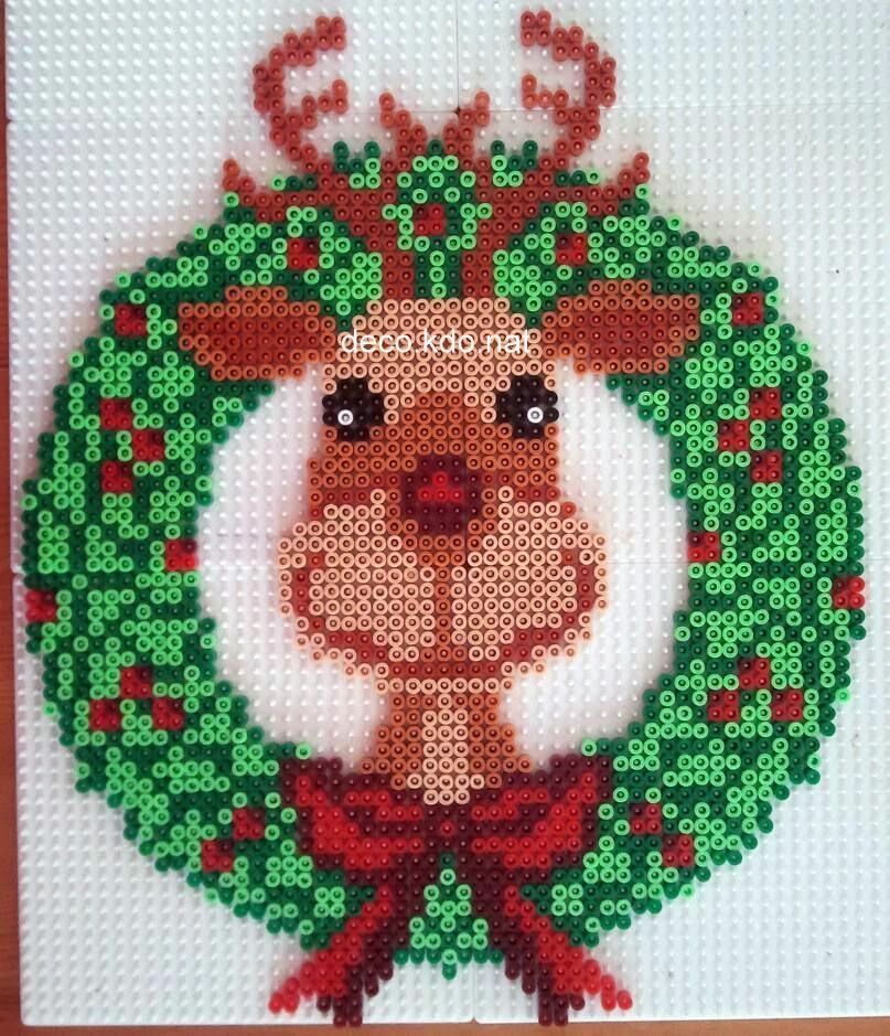 Christmas reindeer wreath hama perler beads by for Modele maison perle a repasser
