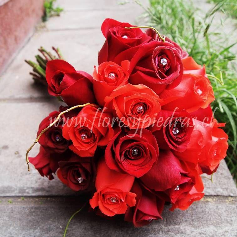 hermoso ramo de rosas rojas en