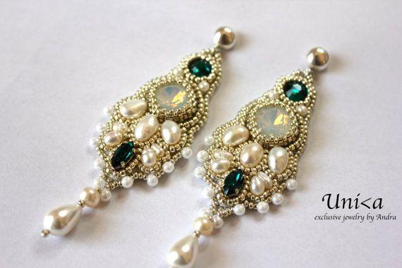 Bead embroidery bridal earrings por UnikaByAndra en Etsy