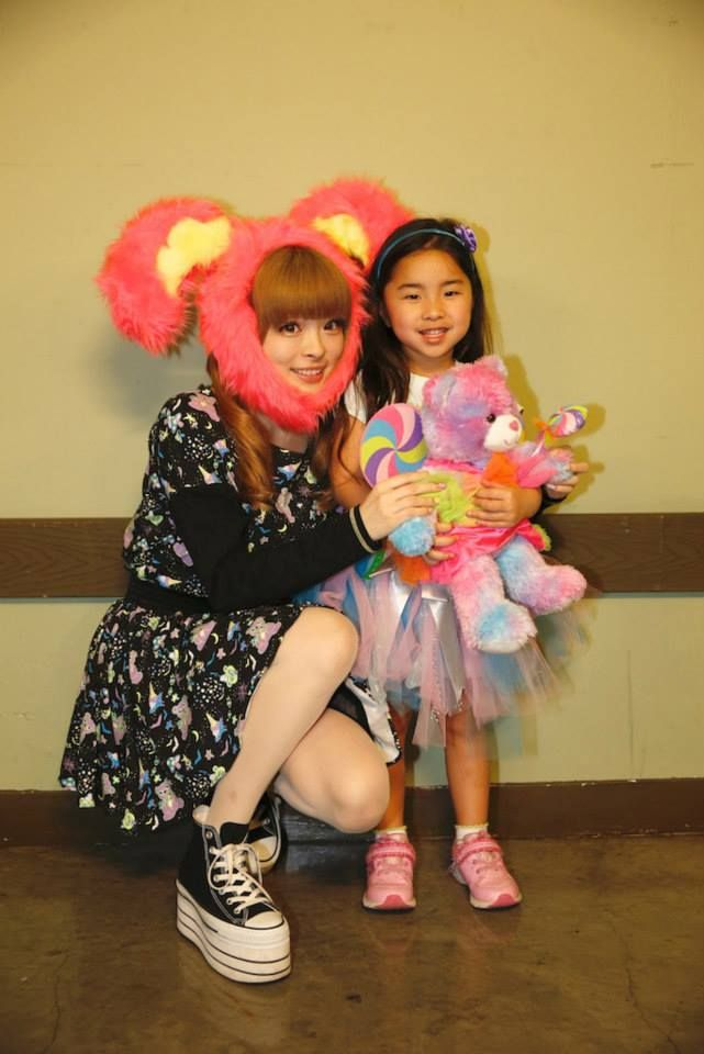 KPP meets everyday fans in LA on Feb 2014 — you have admire an artist who takes the time to do this!