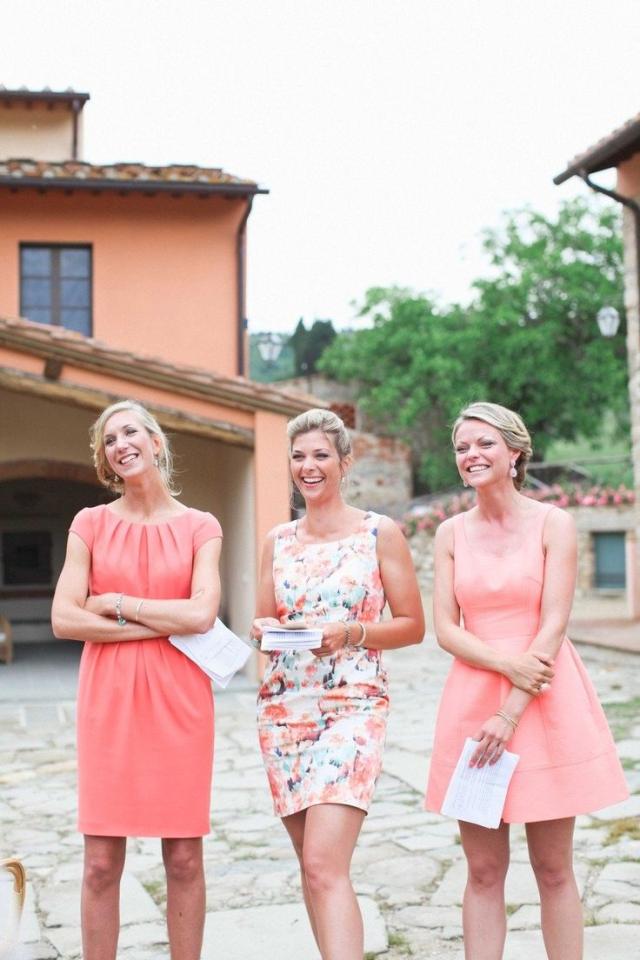 trouwkleding met bloemenprint voor de gasten | feestelijk - bruiloft