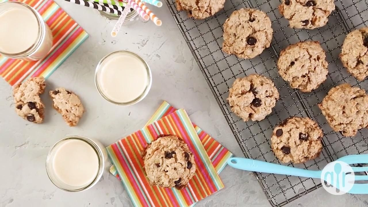 Vegan Chocolate Chip Oatmeal And Nut Cookies Video Easy Dessert Recipes Chocolate Chocolate Recipes Easy Dessert Recipes Easy