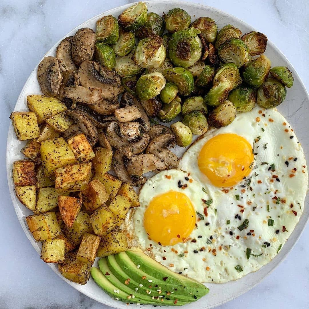 Happy Thursday! Im kicking this morning off with a plate of my favorites - 2 pasture raised eggs seasoned with EBTB... super low calorie recipes|skinny recipes under 300 calories|healthy cake recipes low calories|meals under 400 calories recipes|low calorie recipes for one #400caloriemeals