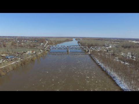 Алтай. Река Чумыш весной с высоты птичьего полета.