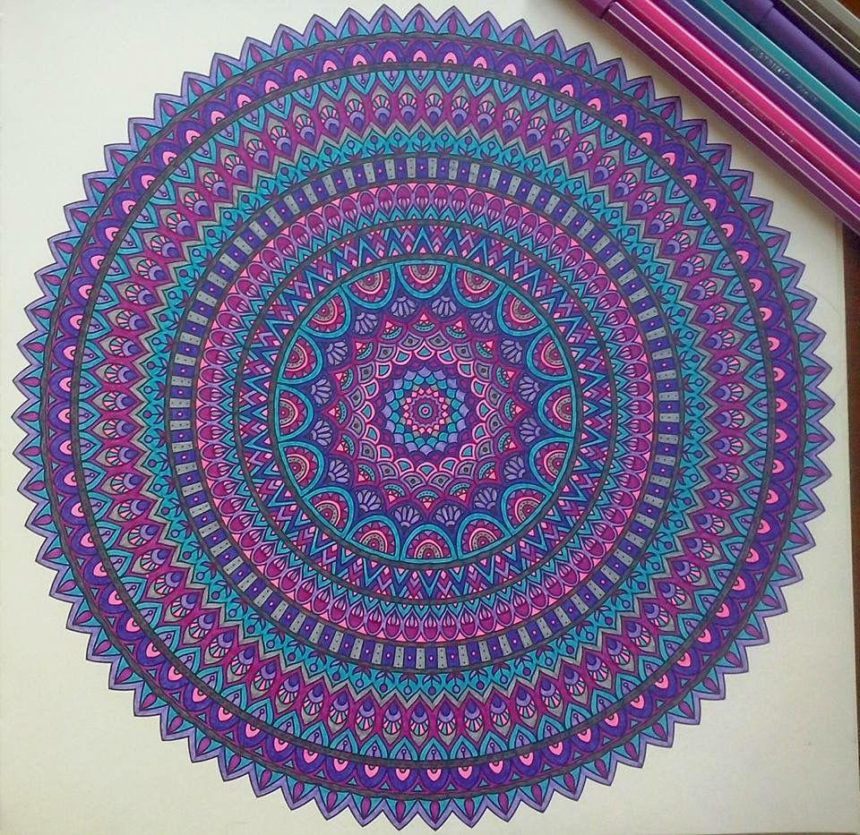 Mandala klaar (met afbeeldingen) | Mandala, Mandala's, Kleuren