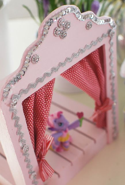 a beautiful little life: DIY ..miniature stage