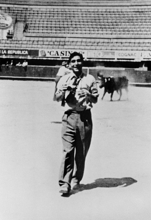 Collection Capa The photographer Robert CAPA in a bullring in Mexico.1940