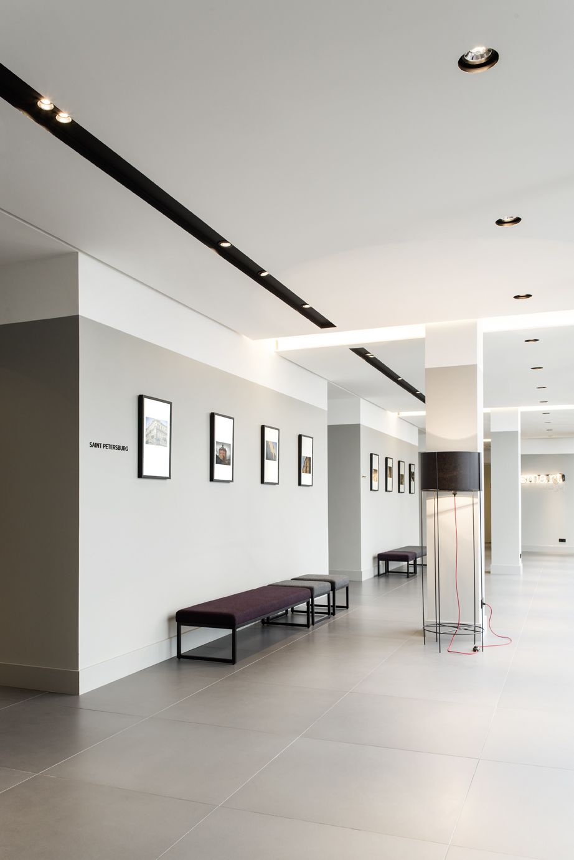 russia 2015 azimut international chain corridor modern grey design flur grau. Black Bedroom Furniture Sets. Home Design Ideas