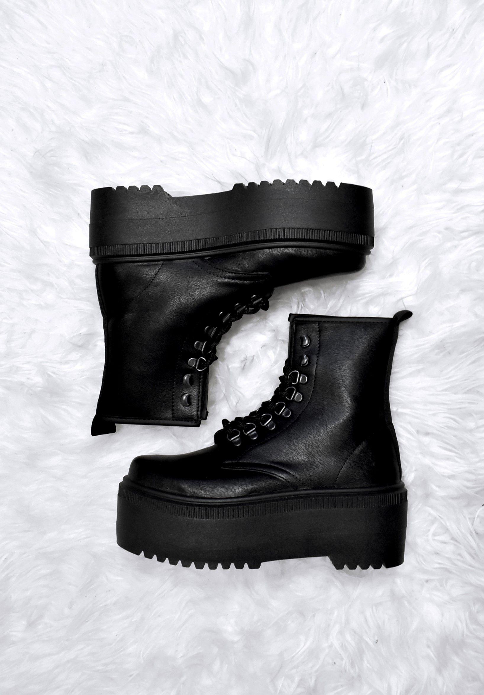 boots platform black