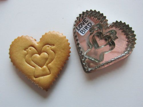 Just listed, LOVE BIRD cookie cutter. Sweet cutter for Mother's Day.